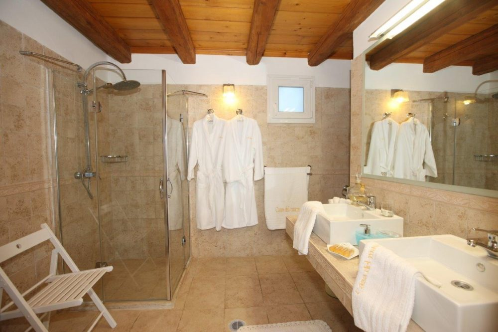 21-master-bedroom-at-the-master-bedroom-copy-roula-rouva-corfu-real-estate