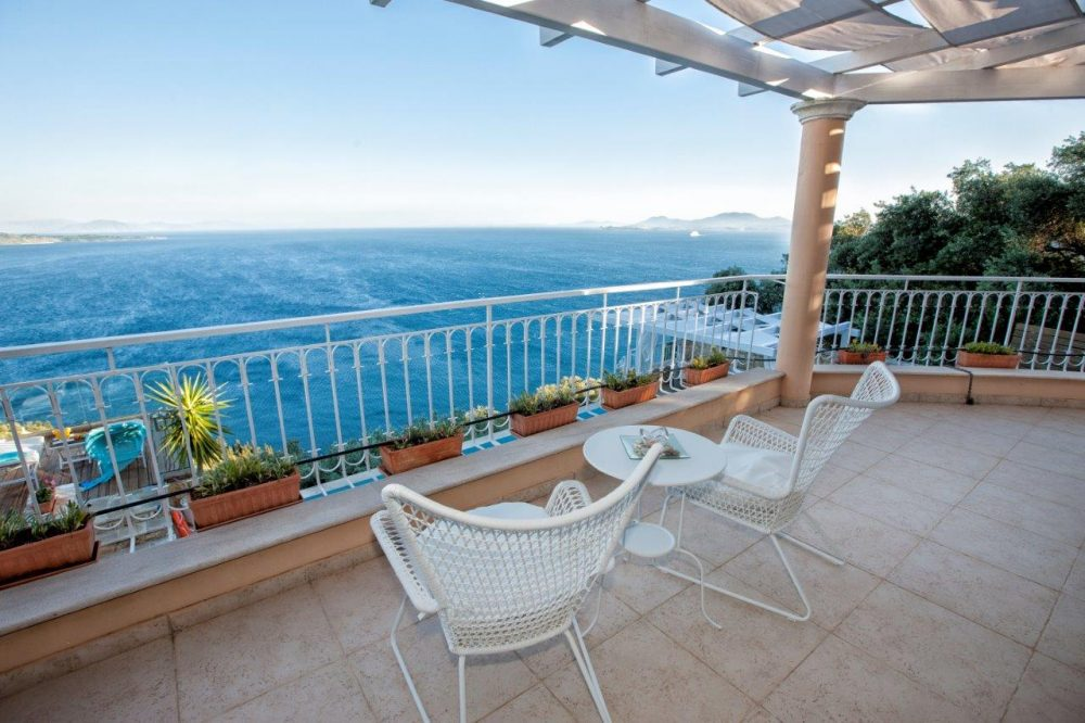 22-master-bedroom-5-balcony-copy-copy-roula-rouva-corfu-real-estate